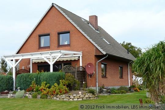 Modernisiertes Einfamilienhaus mit Vollkeller und Garage