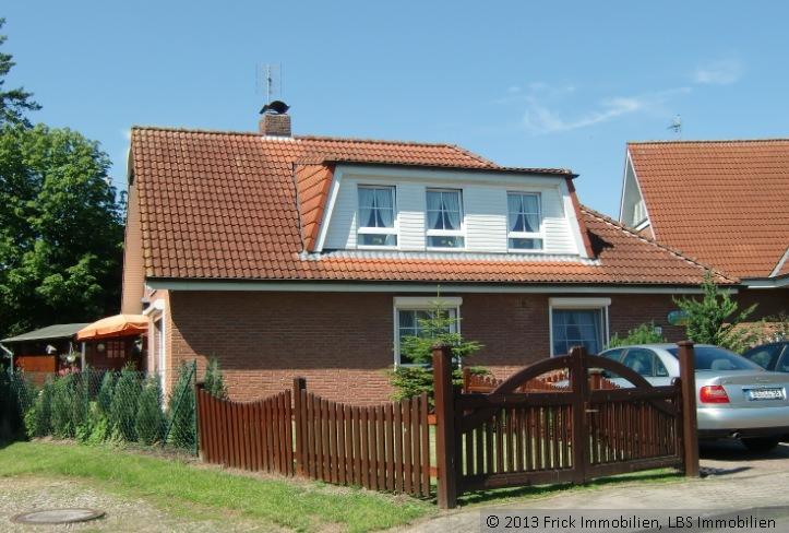 Hochwertiges Einfamilienhaus mit 2 ELW in Strandnähe